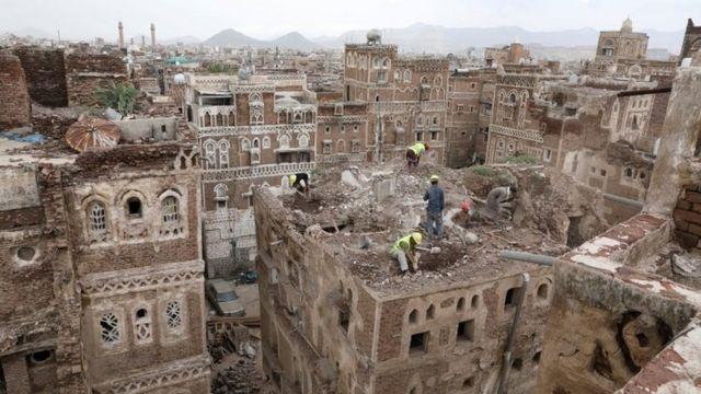 السيول والأمطار الغزيرة أضرت كثيرا بالمباني في مدينة صنعاء القديمة.