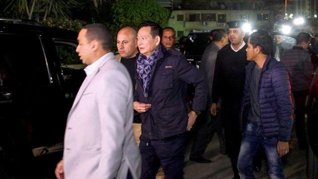 Đại sứ Việt Nam tại Ai Cập Trần Thành Công đến thăm các nạn nhân ở bệnh viên Al-Haram