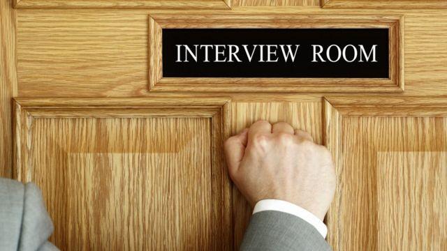 Hombre y entrevista
