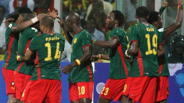 Les Lions Indomptables célèbrent un but marqué