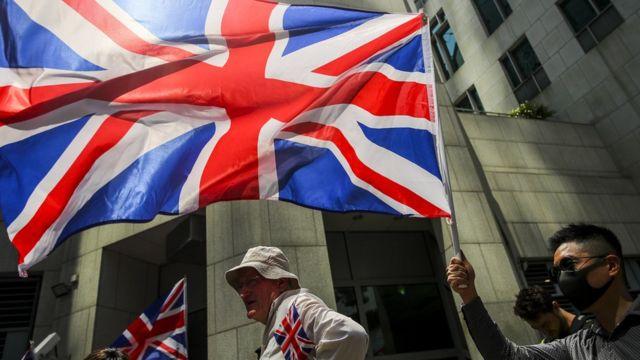 香港近月的示威浪潮中,偶然可看見示威者揮舞英國國旗,要求英國向中國和香港政府施壓。