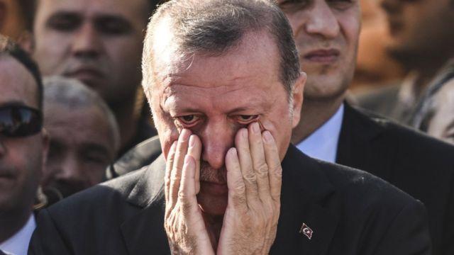 El presidente turco Erdogan dijo que podría reinstaurar la pena de muerte en Turquía.