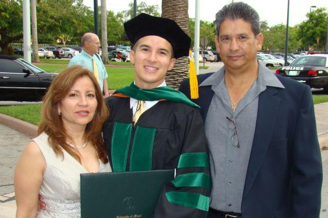 Салинас с семьей