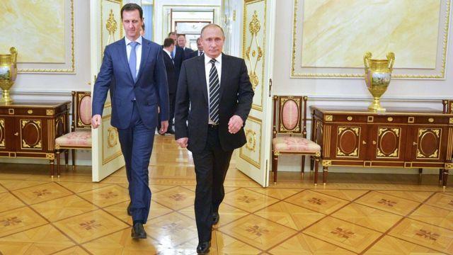 シリアのアサド大統領(写真左)とロシアのプーチン大統領(20日、モスクワ中心部のクレムリンで)