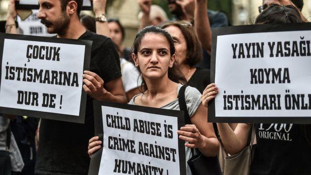 İstanbul İstiklal Caddesi'nde Temmuz ayında çocuk istismarına karşı protesto gösterisi düzenlendi.