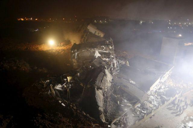 土砂崩れで33棟の建物が巻き込まれた