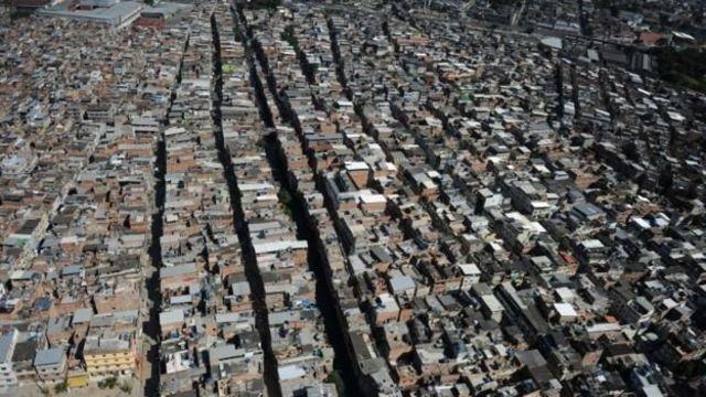 Foto aérea da favela da Maré