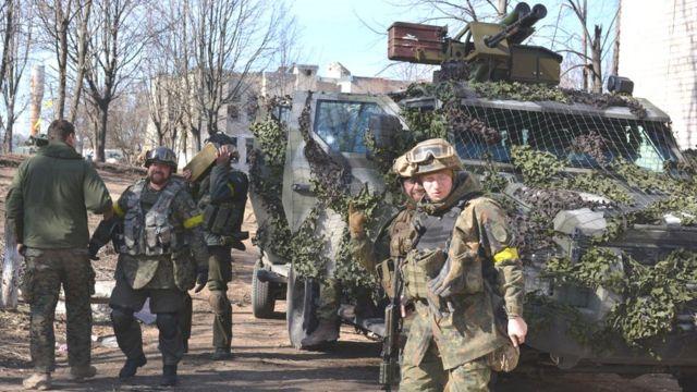 """""""Азову"""" не вистачило сил для загальновійськової операції, яка б дозволила взяти під контроль більше населених пунктів у районі Маріуполя, вважає військовий оглядач Серж Марко"""