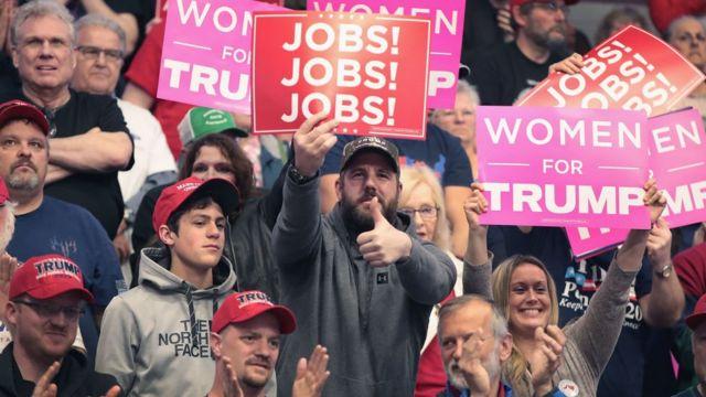 """""""Работа, работа, работа""""; """"Женщины за Трампа"""". Сторонники Трампа на слете в Мичигане"""