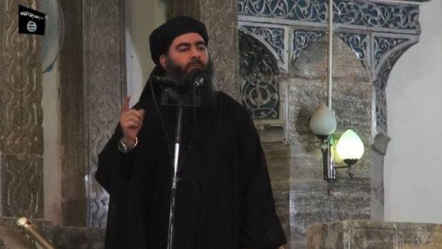 Mu 2014 yafashwe amashusho ari kurahira mu musigiti wa Mosul