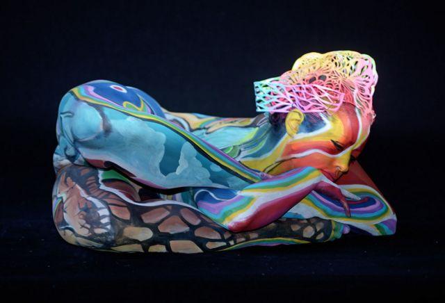 سویڈن کے فنکار ولیجا نے ایک ماڈل کے جسم پر اپنے فن کا مظاہرہ کیا ہے
