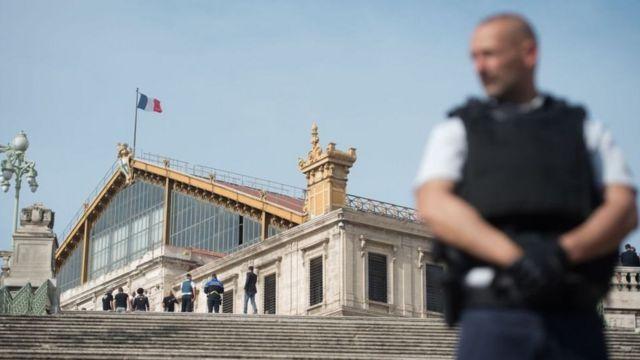فرانس  فرانس میں مسلمانوں کی تاریخ اور قومی شناخت کا تحفظ کرنے والا نظریہ 'لئی ستے' کیا ہے؟  98095531 e26f21aa 16af 442e bbe7 e93cd222c9b3