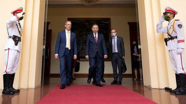 Phó Thủ tướng Anh Dominic Raab làm việc với Bộ trưởng Bộ Công an Tô Lâm để thảo luận hợp tác giải quyết vấn đề di cư bất hợp pháp, nạn mua bán người và tội phạm xuyên quốc gia.