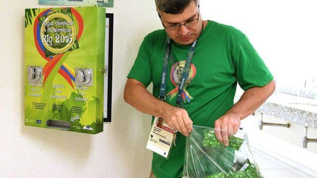 Dispensadores de condones en la Villa Olímpica