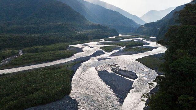 Río Pastaza hacia los Andes en Ecuador.