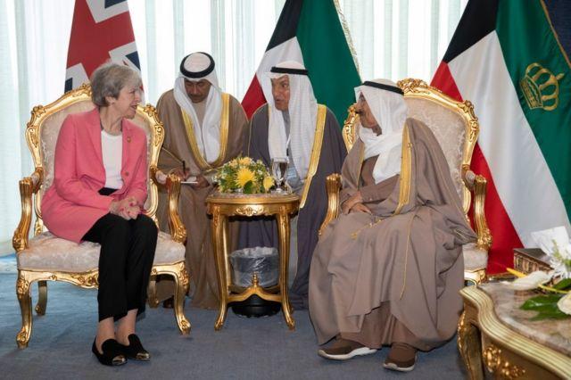 أمير الكويت الشيخ صباح الأحمد الصباح (يمين) و رئيسة وزراء المملكة المتحدة تيريزا ماي