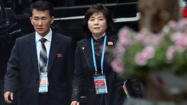 최선희 북한 외무성 부상이 지난 2월 메트로폴호텔에서 열리는 김정은 북한 국무위원장과 도널드 트럼프 미국 대통령의 정상회담에 참석하기위해 숙소인 베트남 하노이 멜리아호텔을 나서고 있다