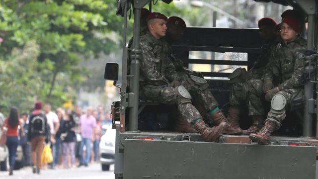 Militares em patrulhamento no Rio