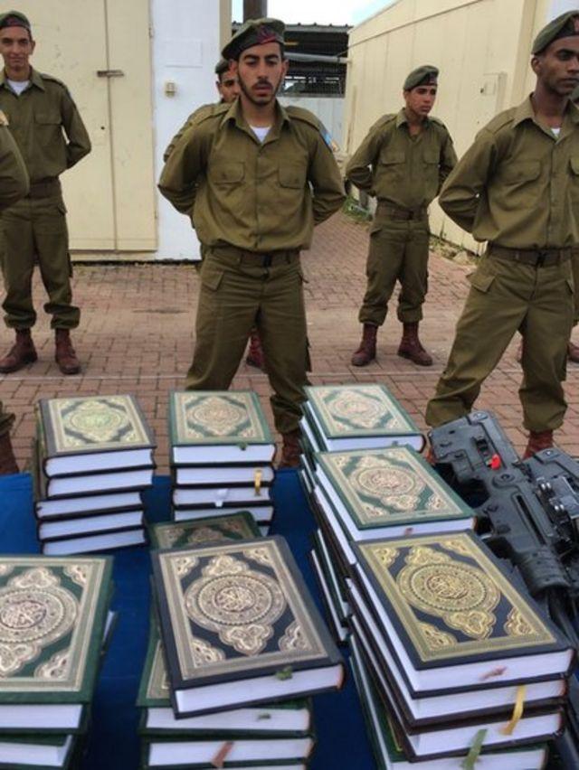 مجندون من عرب إسرئيل يؤدون القسم على القرآن خلال مراسم تخرجهم