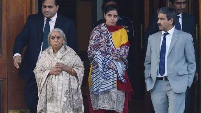 2017માં જાધવને મળવા જતા તેમના માતા અને પત્ની