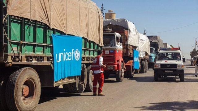 شاحنات تحمل مساعدات إغاثة لسكان حلب