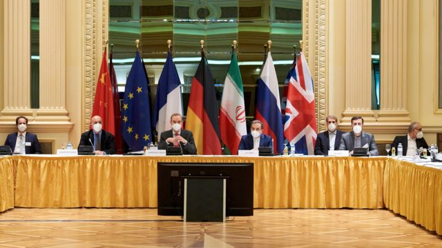European External Action Service (EEAS) Deputy Secretary General Enrique Mora and Iranian Deputy at Ministry of Foreign Affairs Abbas Araghchi wait for the start of a meeting of the JCPOA Joint Commission in Vienna, Austria (6 April 2021)