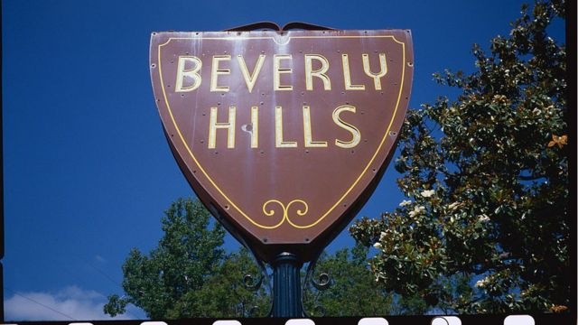The Beverly Hills entrance sign.