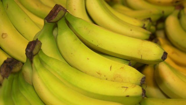 有报道说,贝佐斯每天在西雅图亚马逊总部给路人大约4500只香蕉。