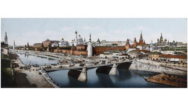El Kremlin con Moscú en el fondo, una imagen hecha entre 1889 y 1911. Swiss Camera Museum Collections