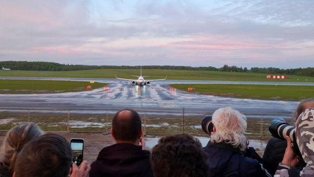 图为一架从希腊飞往立陶宛的瑞安航空公司航班在周日(5月23日)被迫改变航线并降落明斯克。