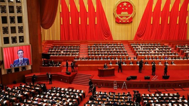 """奥弗霍尔特认为,""""中国未来势必要应对这些矛盾关系,它们不是灾难性的,但如何在他们之间平衡,将决定中国未来的发展走向。"""""""