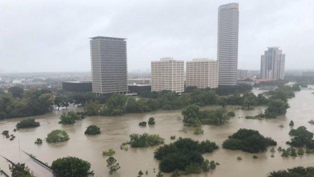 Bartamaha Houston oo daad uu qaaday, 27 Agoosto.