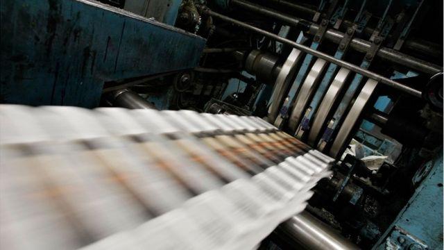 CHP'nin gazeteci kökenli Milletvekili Çakırözer, kağıtta yüzde sekiz katma değer vergisi ve diğer harçların kaldırılması ve dolar kurunun gazete kağıdı ithalatı için sabitlenmesi için Meclis'te kanun teklifi verdi