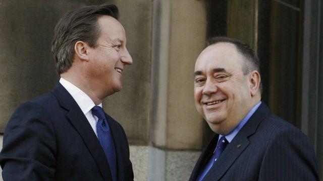 David Cameron e Alex Salmond em 2012