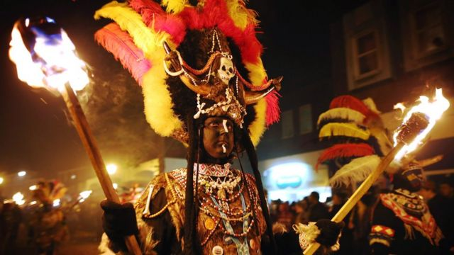 Lewes bonfire: Zulu group quits over 'blacked-up' child row