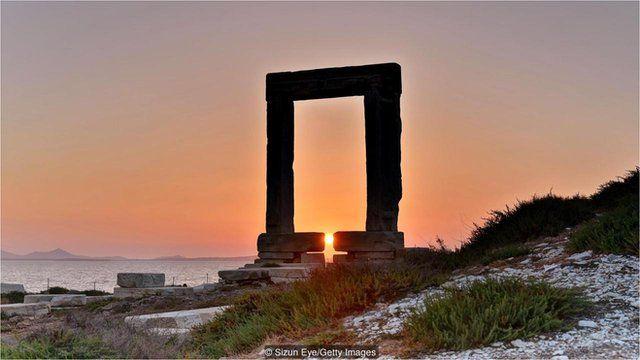 阳光可能一度照耀阿波罗 (Apollo) 神庙的中央神像