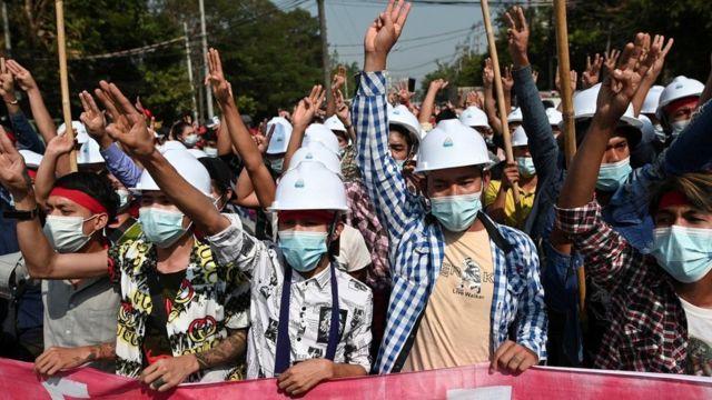Тысячи человек были арестованы после путча в феврале