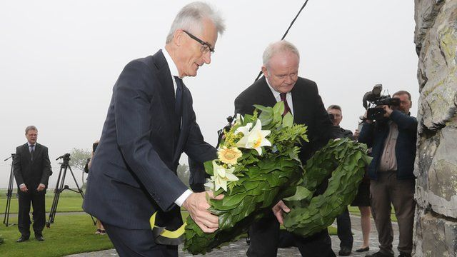 Geert Bourgeois and Martin McGuinness lay wreaths at Flanders