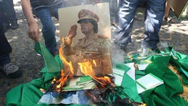 Ubwongereza n'Ubufaransa bwaragize ibitero vy'indege ku ngabo za Kadafi