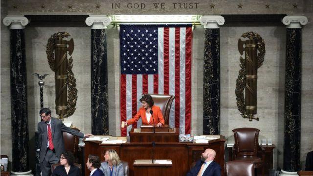 """نانسی پلوسی رئیس مجلس می گوید اجازه خواهد داد """"واقعیات جلوه گر شود"""""""