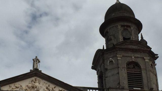 Detalle del reloj de la catedral vieja de Managua