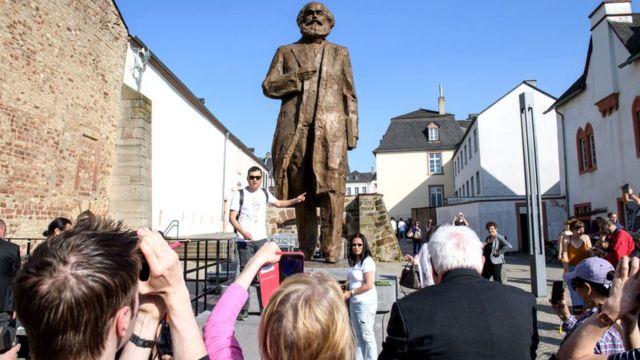 На 200-летие Маркса правительство Китая подарило Триру пятиметровую статую отца социализма весом в 2,3 тонны