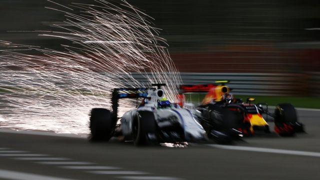 Dos autos de F1 compitidiendo
