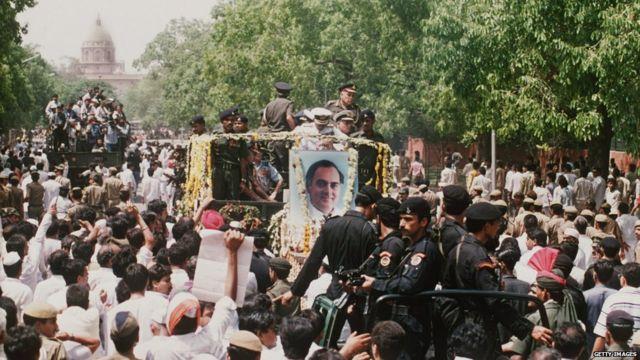 राजीव गांधी यांची अंतयात्रा