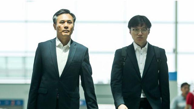 (캡션) WTO 일반이사회 참석차 출국하는 김승호 실장(왼쪽)