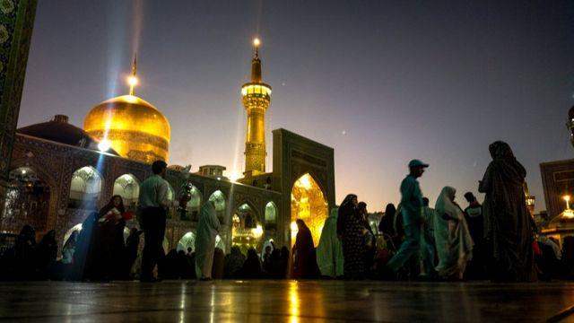 O santuário do xiita Imam Reza em Mashhad, Irã