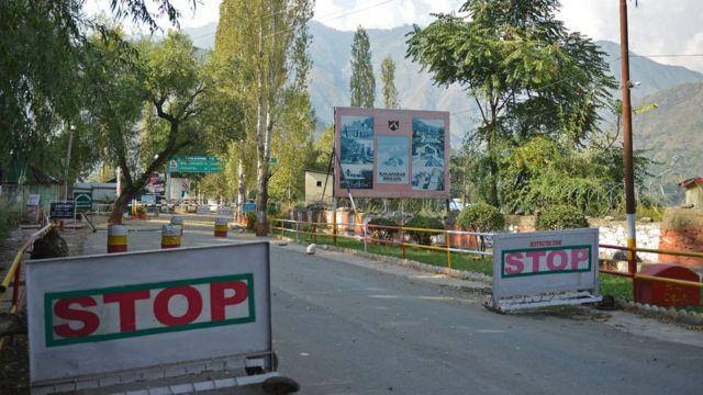 भारच प्रशासित कश्मीर के उड़ी में सेना के कैंप पर 18 सितंबर को हुए चरमपंथी हमले के बाद का दृश्य.