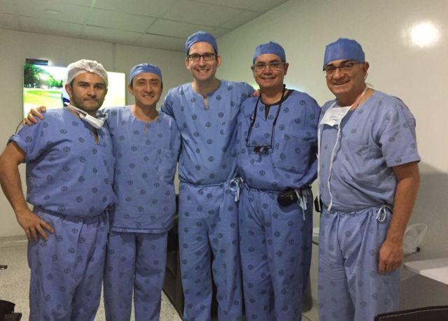 Algunos de los profesionales que acudieron a la cirugía del soldado Mena
