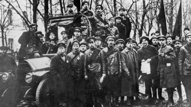 Lực lượng Bolshevik tháng 10 năm 1917 tại Petrograd (tên của Saint Petersburg