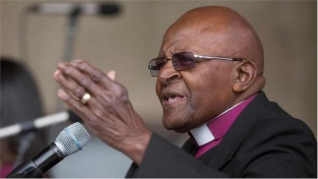 Desmond Tutu (en photo) est la troisième personnalité à se séparer d'Oxfam après le chanteur Baaba Maal et l'actrice Minnie Driver.